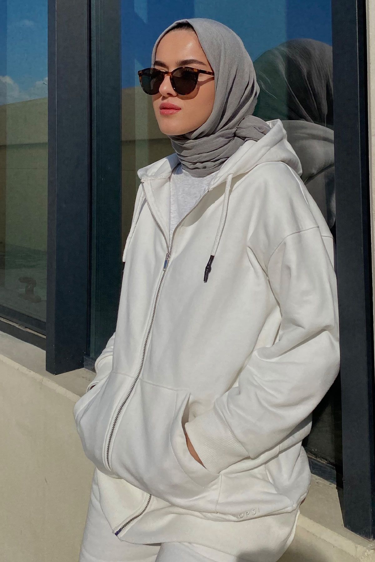 Eda Cömert'in Add Sweatshirt Kombini