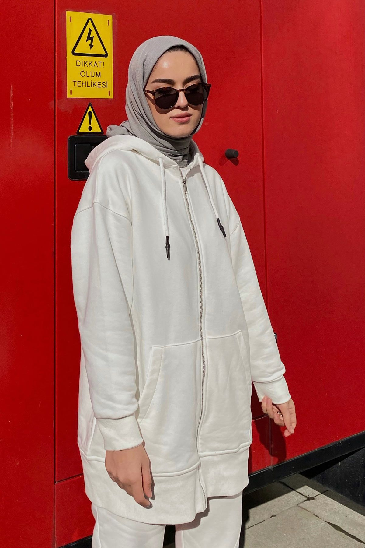 Eda Cömert'in Add Sweatshirt Kombini (1)